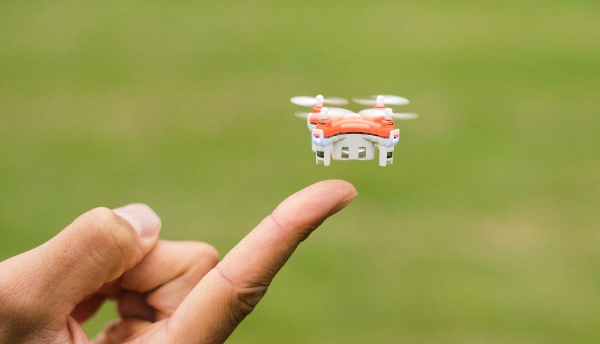200g未満の小型ドローンは航空法の(一部)規制対象外となっており、操縦前に国土交通省の許可を得る必要がありません。