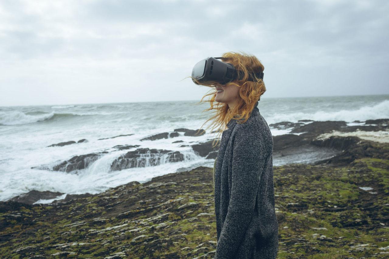 BW Space Pro 4Kモデル、VRゴーグルを装着し没入感のある水中景色をリアルに体験できます。海洋生物を目前に鮮明な映像でお楽しみいただけます。