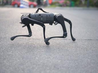 ロボットベンチャーであるユニツリー・ロボティクス(Unitree Robotics)が研究・生産・発売した、四本足歩行ロボット犬「A1」を紹介します。