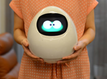 年末年始にも最適!離れて暮らす家族と一緒にカウントダウンできる、おすすめのコミュニケーションロボット「Tapia Press(タピアプレス)」を紹介