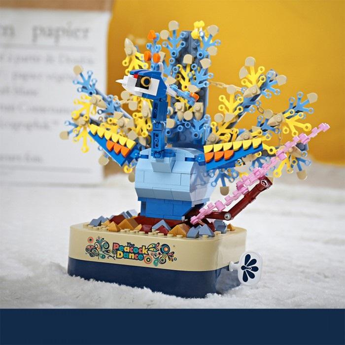 組み立て ブロック オルゴール ギミック 孔雀 羽ばたく孔雀、おしゃれで綺麗!