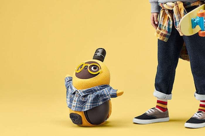 LOVOT(ラボット)とは、「LOVE × ROBOT」からきており、その名前の通り愛を育む家族型ロボットです。