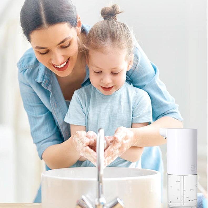 親子、ご家族みんなで仲良くご利用頂けます。子どもにも自分で手を洗う習慣を身に付けさせたいですね。